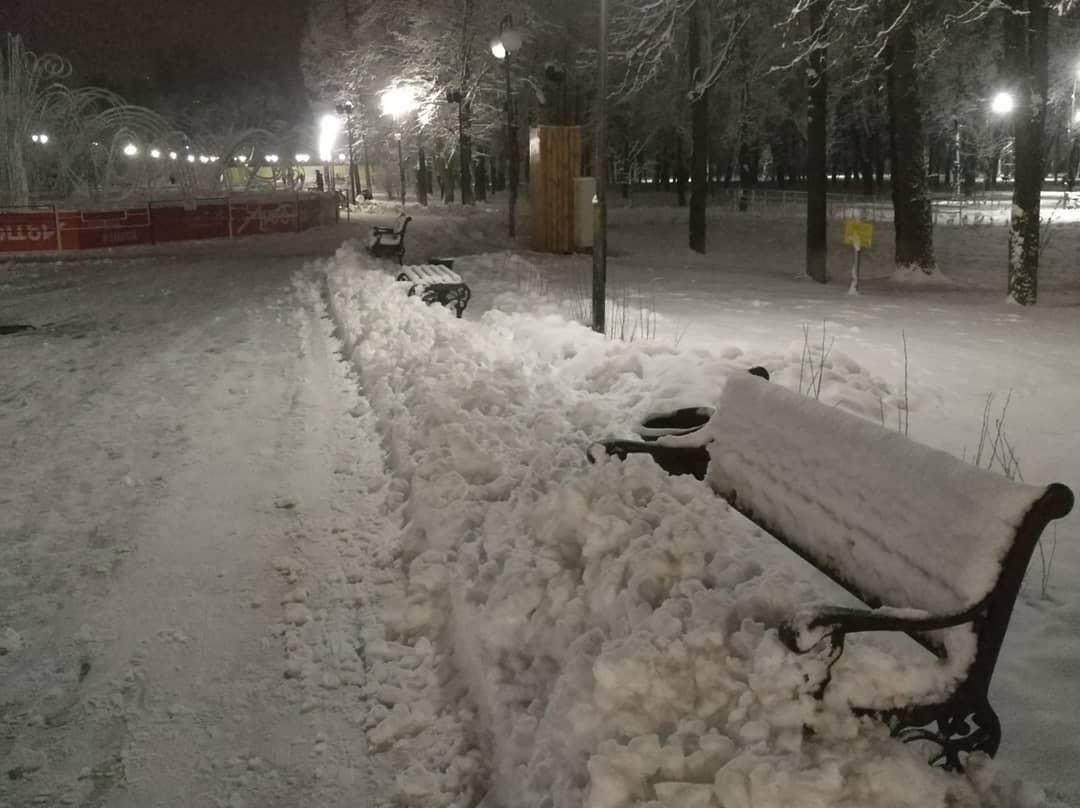 uborka-snega-v-parke2.jpg