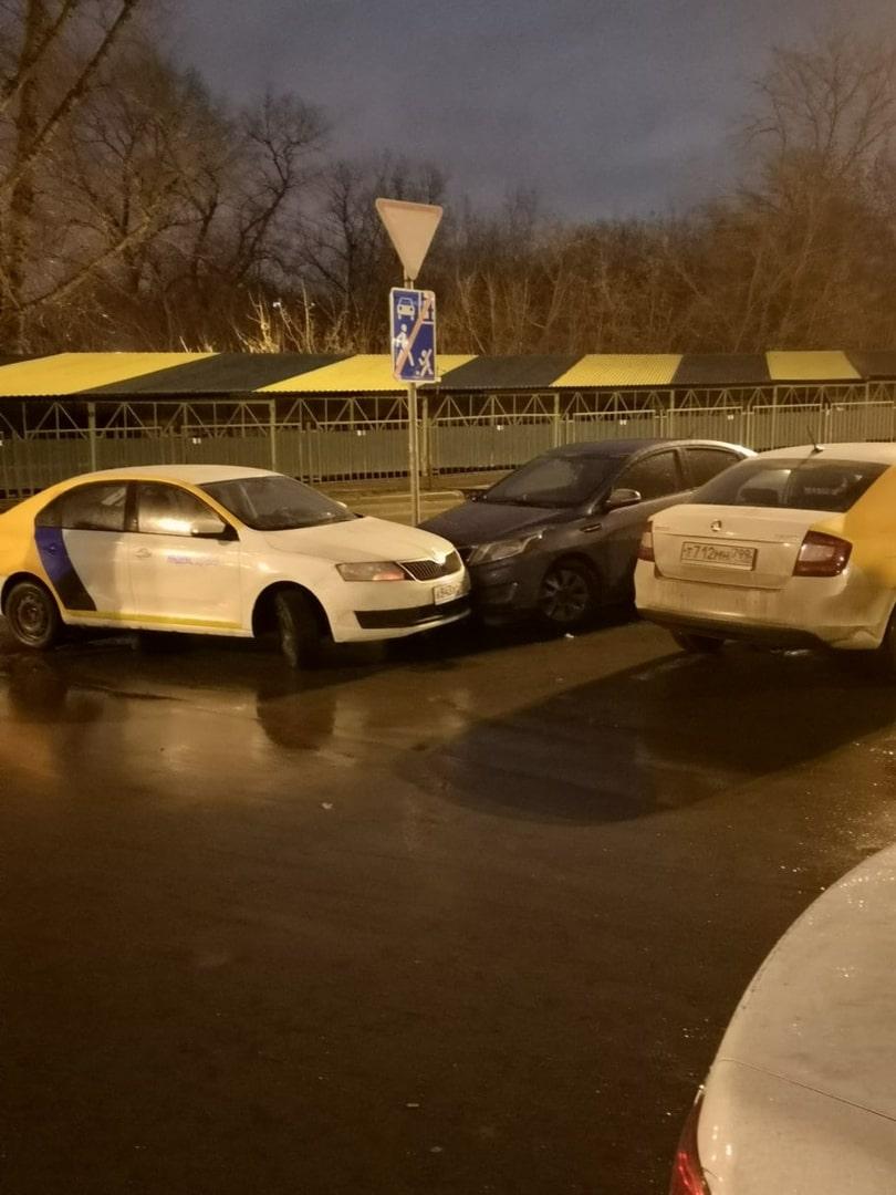 V-Lyubercah-master-parkovki-na-karsheringe-povredil-avtomobil'-na-parkovke1.jpg