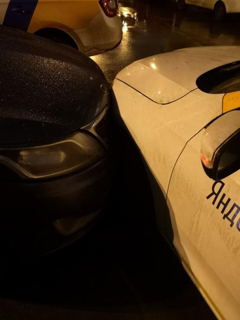 V-Lyubercah-master-parkovki-na-karsheringe-povredil-avtomobil'-na-parkovke2.jpg