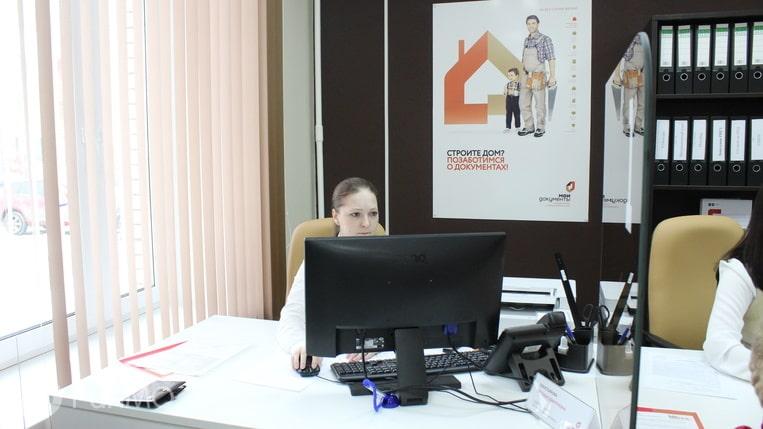 Dolgozhdannyj-ofis-MFC-otkryli-v-mikrorajone-Samolyot.jpeg